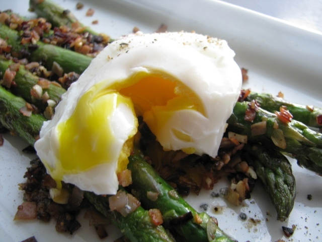 Recipe: Asparagus and poached eggs