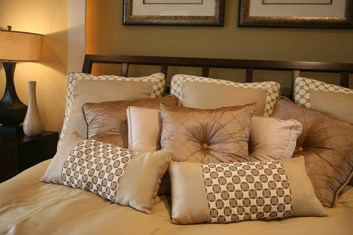 Luxury Decorative Bed Pillows : I hate decorative pillows - NeoGAF