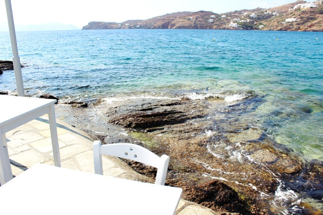 Drakos taverna, Mylopotas beach, Ios. Drakos fish taverna. Best restaurants in Ios. Best tavernas in Ios. Where to eat in Ios.