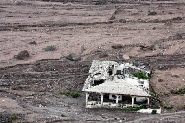 Casa en ruinas en la zona de exclusión en la isla de Montserrat