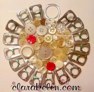 http://manualidades.facilisimo.com/blogs/general/manualidades-con-reciclaje-adorno-navideno-con-un-abrefacil-de-una-lata-y-anillas_965238.html