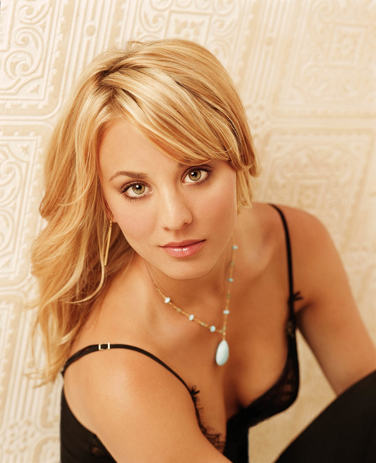 Mixentry Hot Kaley Christine Cuoco