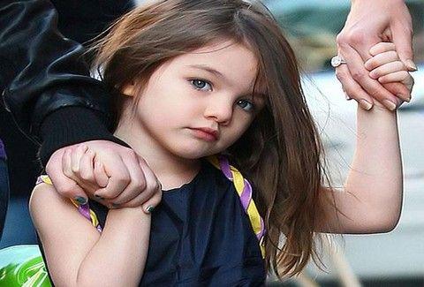 Από μικρή στα… βάσανα η Σούρι Κρουζ! Σε ποιον 'σήκωσε' το μεσαίο δάχτυλο;