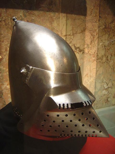 Bassinet Helmet3