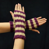 These fingerless gloves are on sale now!