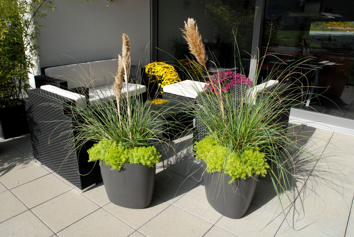 Patio garden planter pots modern tokyo planter modern for Garden design ideas with pots