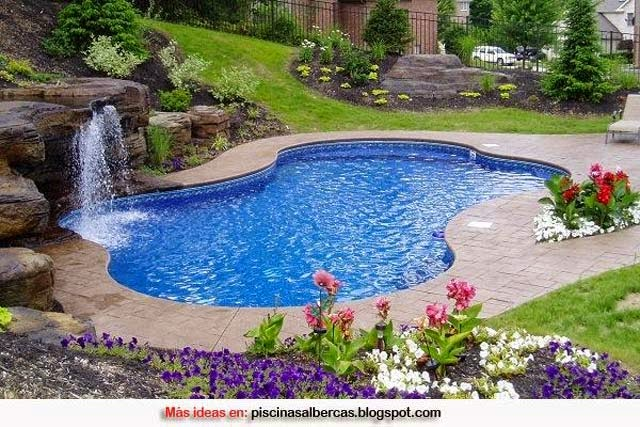 Jardin con piscina decoracion fotos con ideas de for Decoracion jardin piscina