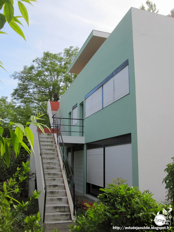 """Pessac - Cité Frugès - Quartiers modernes Frugès - Part. 2  Maisons """"zigzag"""", """"quinconce"""", """"jumelle"""", """"gratte-ciel"""", """"arcade"""", """"isolée""""  Architectes: Le Corbusier, Pierre Jeanneret  Construction: 1924 - 1926"""