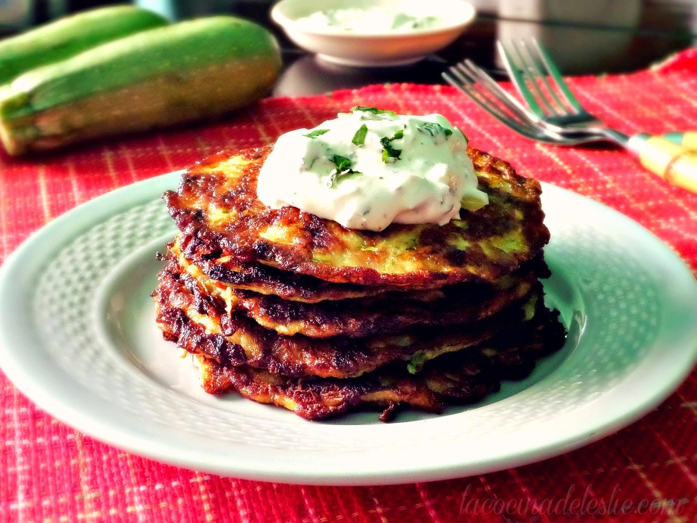 Tortitas de Calabacita (Zucchini Fritters) - lacocinadeleslie.com
