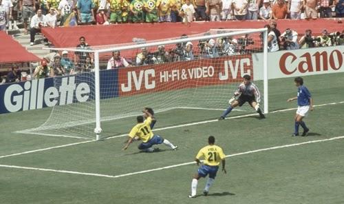Romário erra gol incrível na prorrogação final da copa do mundo 1994