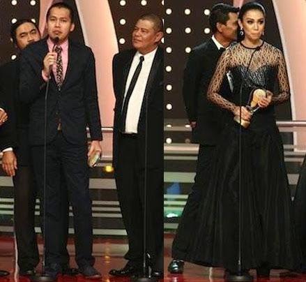 Fesyen paras dada Sharifah Sakinah paling mengejutkan di Anugerah Lawak Warna 2014
