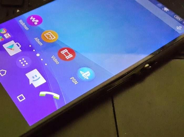 Xperia Z4 home screen.