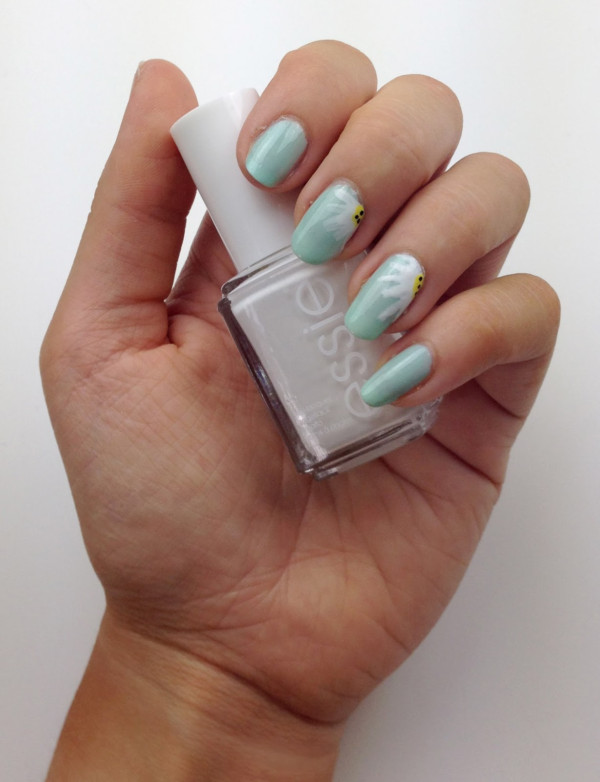 Mint Daisies - Nails All Over