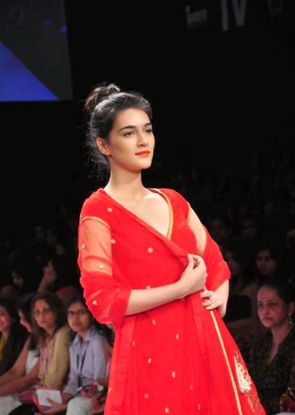 Lakme Fashion Week [Kareena Kapoor,Shruti Hassan,Huma Qureshi,Esha Gupta,Sameera reddy,Celina Jaitley] On Ramp HD Hot Photos