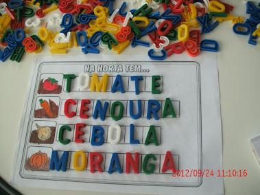 Cartelas  com o  alfabeto móvel
