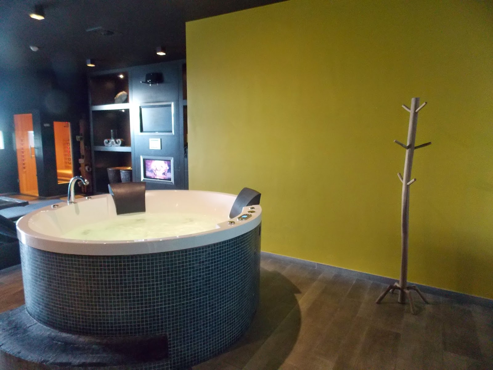 jacuzzi pure wellness lounge