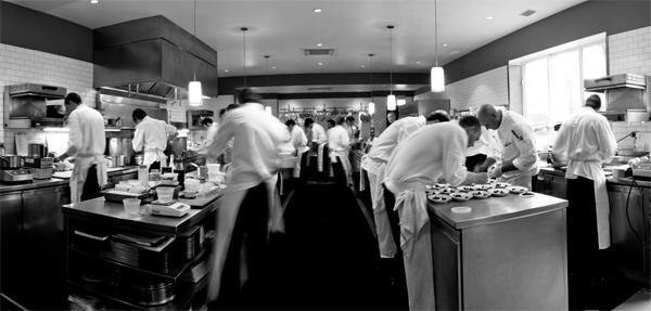 Lienzo culinario especial las 10 reglas de oro de la for Material de cocina profesional
