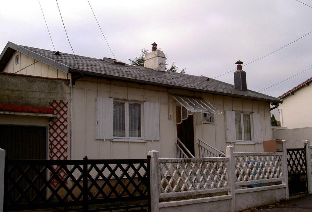 Art utile habitat d 39 urgence le havre 1 3 for Maison suedoise en bois