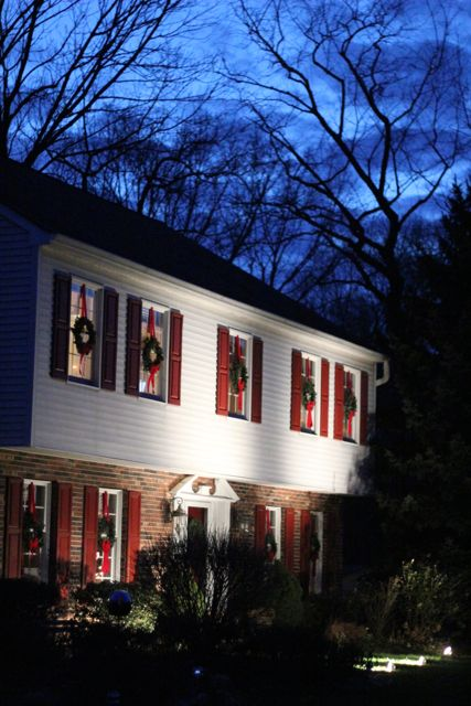 our life in a click: {Holidays} Red & White Decor