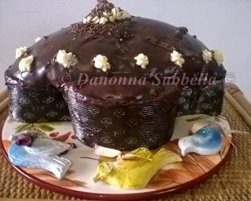 Colomba glassata al cioccolato fondente