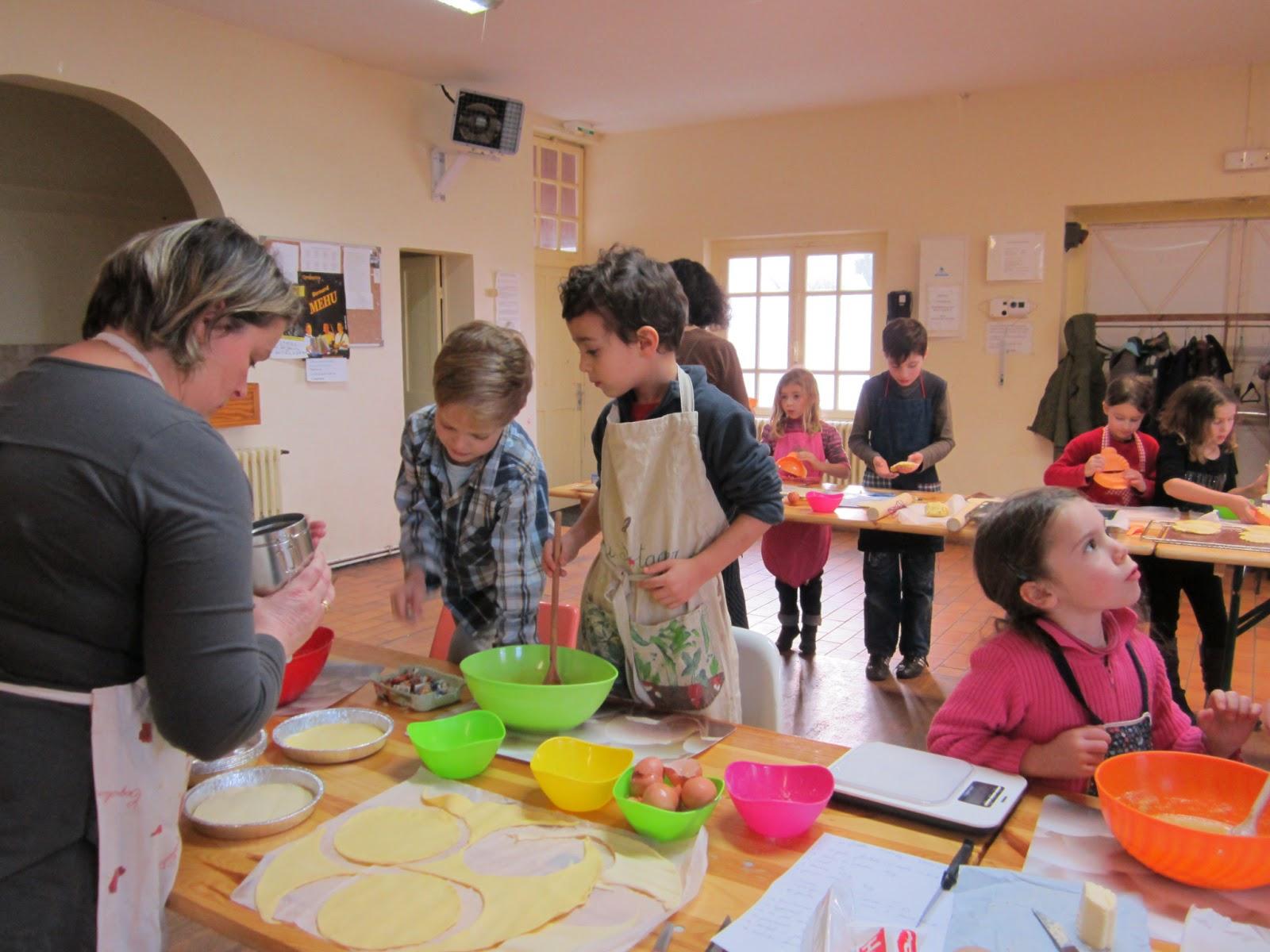 En bout de table l 39 atelier pour les enfants petite for Petite table pour enfants