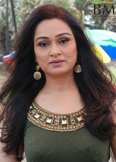 Padmini Kolhapure to play Asha Bhonsle's daughter