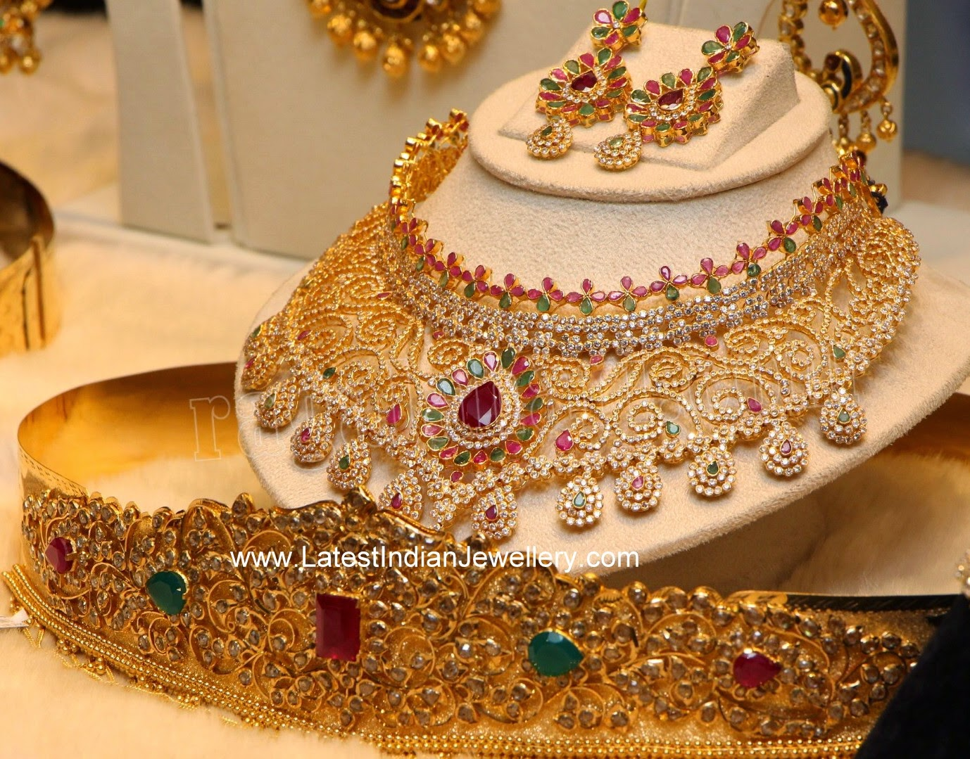 Huge Diamond Necklace Pachi Vaddanam
