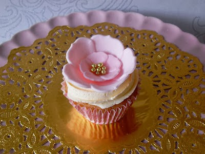 pink and gold cupcake