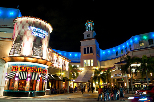 Aventura Mall is defined by Culture, Style and Taste. The shopping center is highlighted by the experiential Arts Aventura Mall program showcasing over 15 pieces in a range of mediums, as well as a collection of upscale boutiques, including Gucci, Louis Vuitton, Givenchy, Cartier, Tiffany & Co., Fendi, Jimmy Choo, Burberry, Carolina Herrera and more.