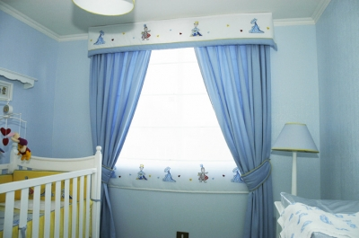 Color celeste en la habitaci n de los ni os alife 39 s design - Cortina para cuarto de bebe ...