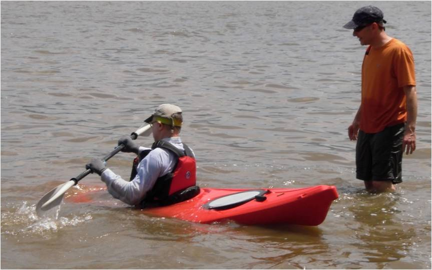 how to get in a kayak out in the water