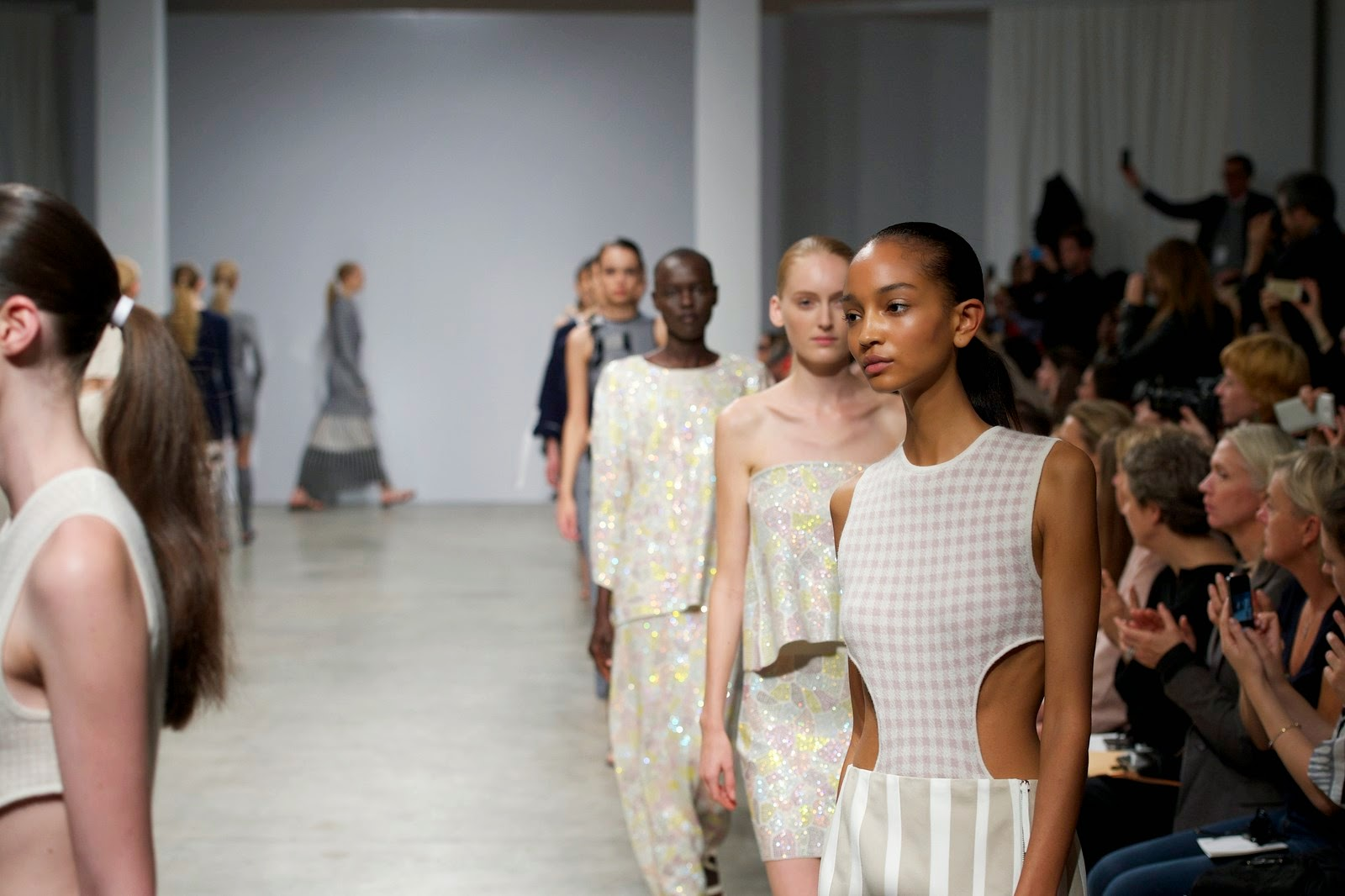 Allude spring summer 2015, Allude ss15, Allude, Allude ss15 pfw, Allude pfw, Allude cashemere, allude cachemire, andrea karg, cashemere, cachemire, pfw, pfw ss15, pfw2014, fashion week, paris fashion week, du dessin aux podiums, dudessinauxpodiums, vintage look, dress to impress, dress for less, boho, unique vintage, alloy clothing, venus clothing, la moda, spring trends, tendance, tendance de mode, blog de mode, fashion blog,  blog mode, mode paris, paris mode, fashion news, designer, fashion designer, moda in pelle, ross dress for less, fashion magazines, fashion blogs, mode a toi, revista de moda, vintage, vintage definition, vintage retro, top fashion, suits online, blog de moda, blog moda, ropa, asos dresses, blogs de moda, dresses, tunique femme, vetements femmes, fashion tops, womens fashions, vetement tendance, fashion dresses, ladies clothes, robes de soiree, robe bustier, robe sexy, sexy dress