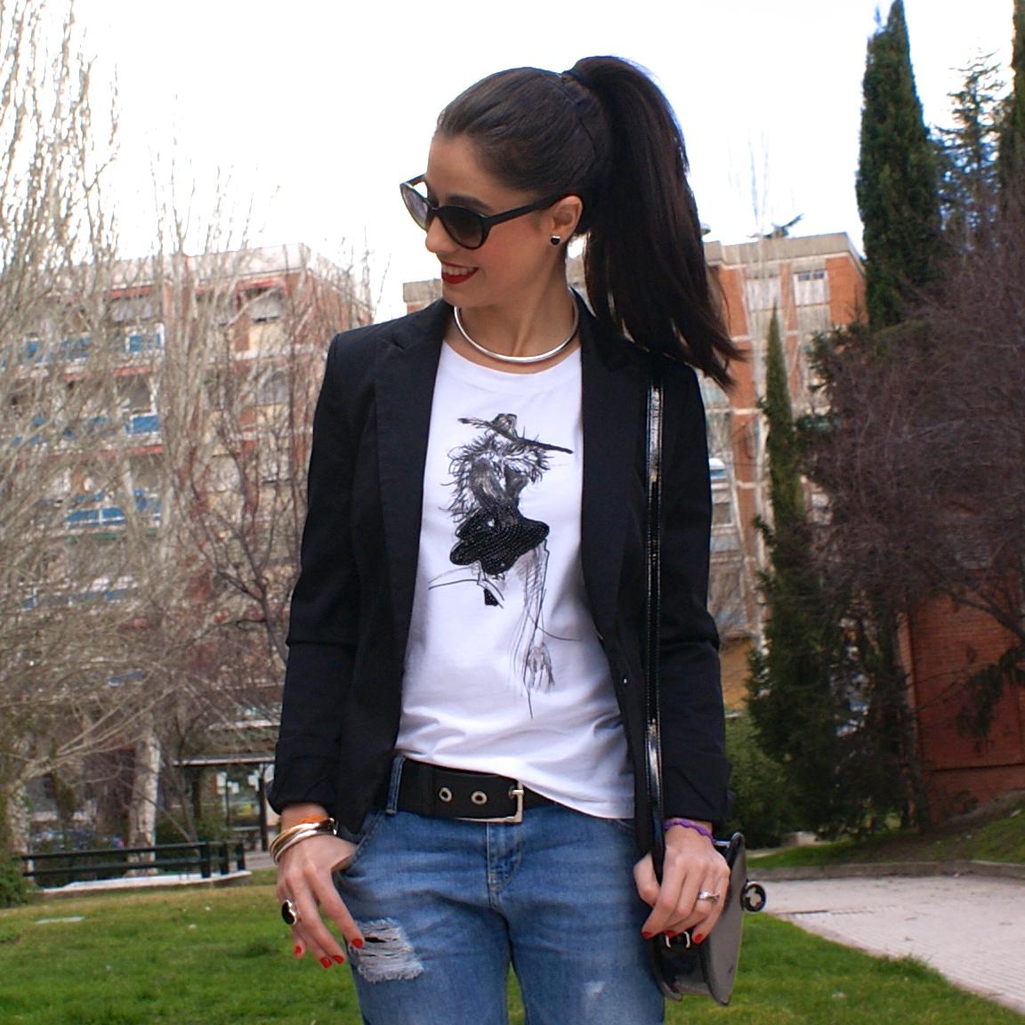 LaCaprichossa - fashion blogger - street style - boyfriend jeans - camiseta roberto verino - lentejuelas - pulseras cruciani - pendientes TOUS - bolso corazon