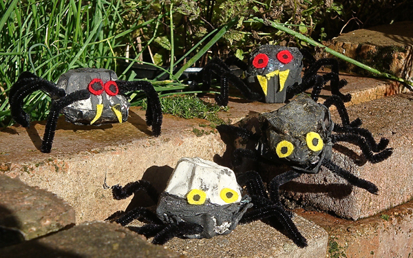 halloween craft egg box spiders