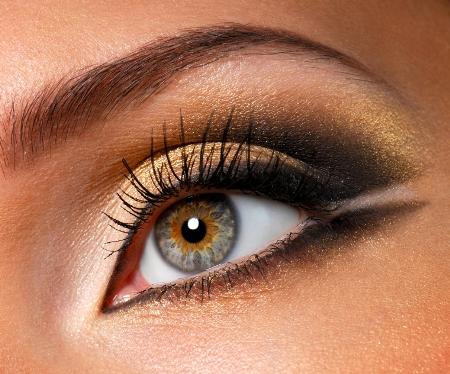 Golden eye makeup for hazel eyes