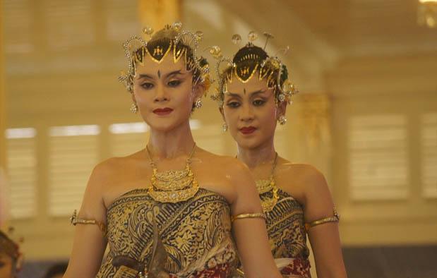 Contoh Tari Berpasangan Bedhaya, Jogjakarta