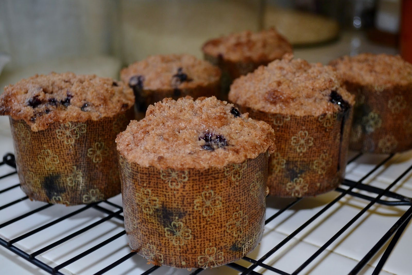 Live... Bake... Love...: Amazing Bakery Style Blueberry Muffins