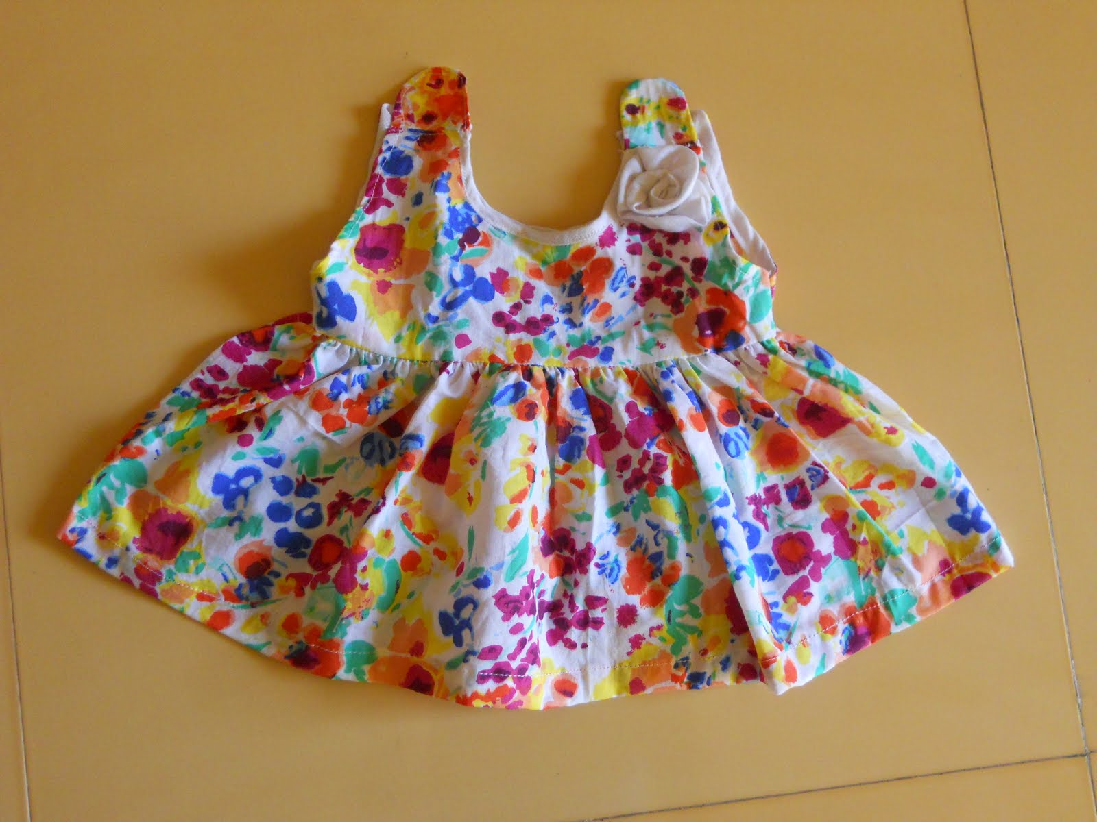 Baby Girls Frocks http://sewingathome.blogspot.com/2011/05/cute-baby-frocks.html