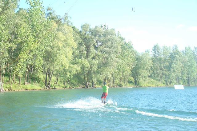 Faire du ski nautique sur un lac avec Exo 33 en mode téléski