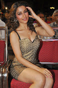 Madhurima latest sizzling photos-thumbnail-7