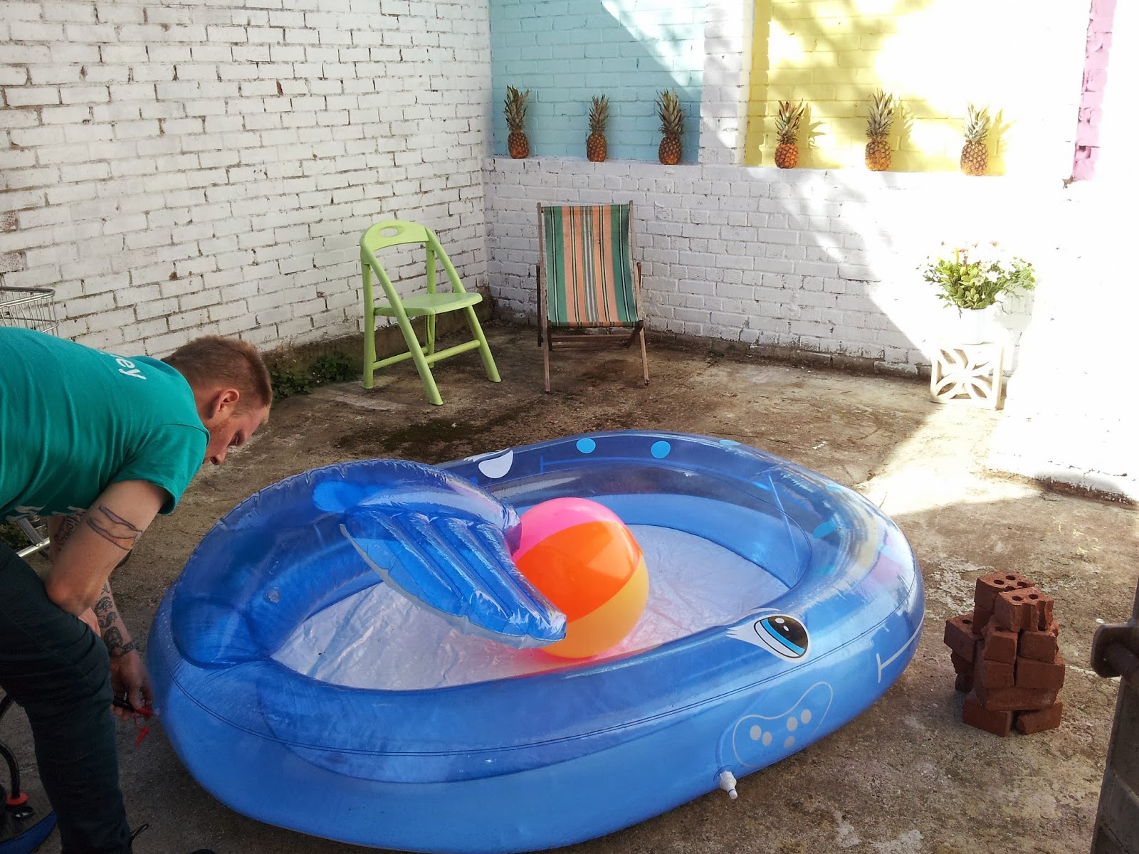 Pastel paddling pool party without a paddling pool for Pop up paddling pool
