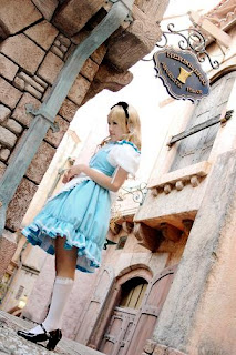 Alice in Wonderland Cosplay by Kipi