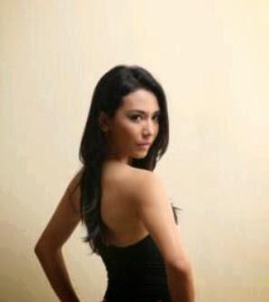 Dea Lestari telanjang