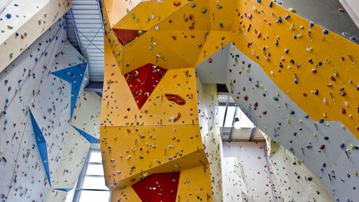 Sportovní haly s horolezeckou stěnou jsou dnes v kurzu
