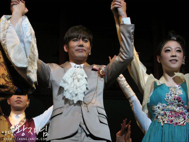 [MUSICAL] 08/04/2011 - KyuJong @ Goong Musical  - Page 4 KJ-GOONG-wangjanim-04