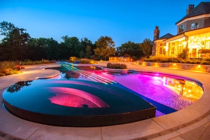 Una replica del Violin Stradivarius como diseño de piscina