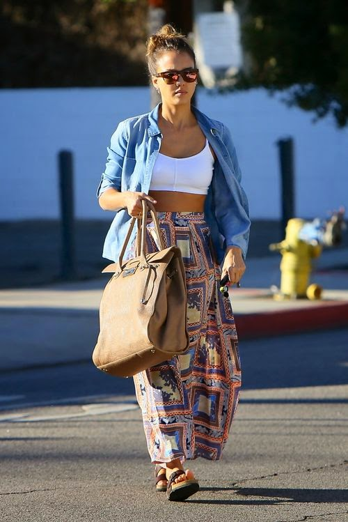Baggy beautiful! Jessica Alba in casual look