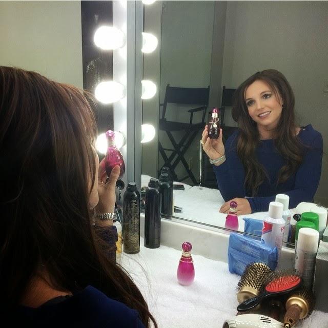 Britney Spears se tiñe su cabello de rubia a morena