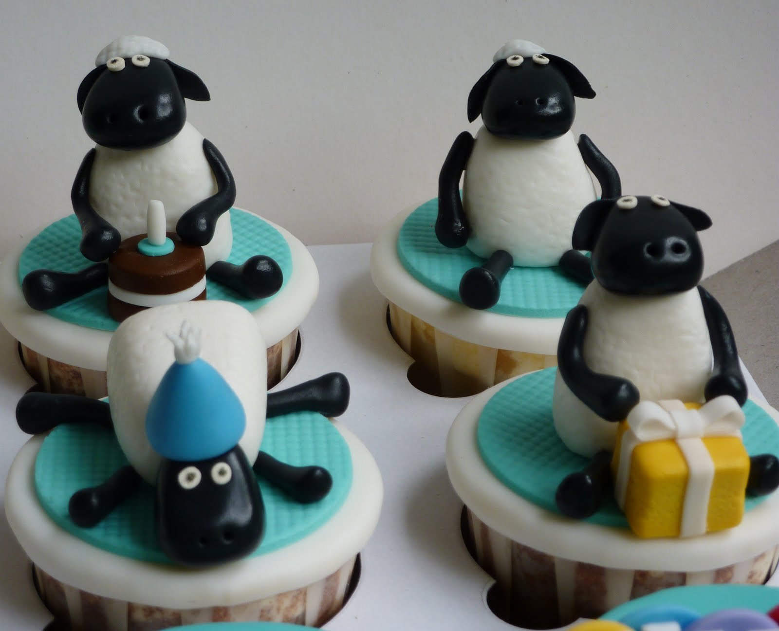 how to make shaun the sheep cupcakes