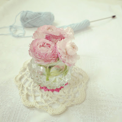 ByHaafner, pink peonies, crochet doily, tunesian crochet, work in progress, pastel colours